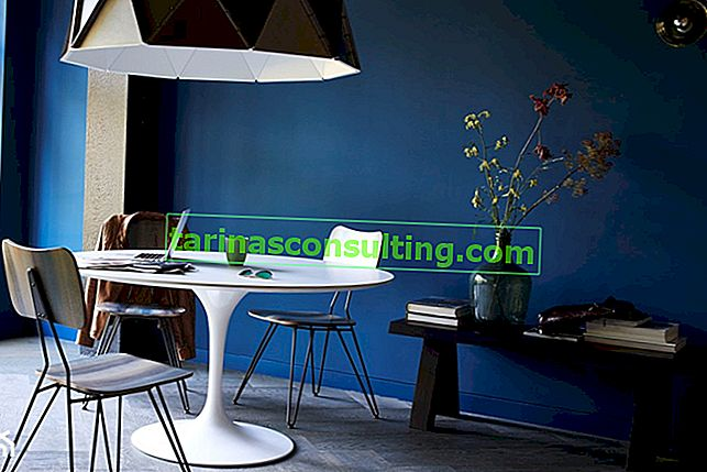 Colori intensi negli interni: la fine della moda grigia! È tempo di blu navy, verde e smeraldo!