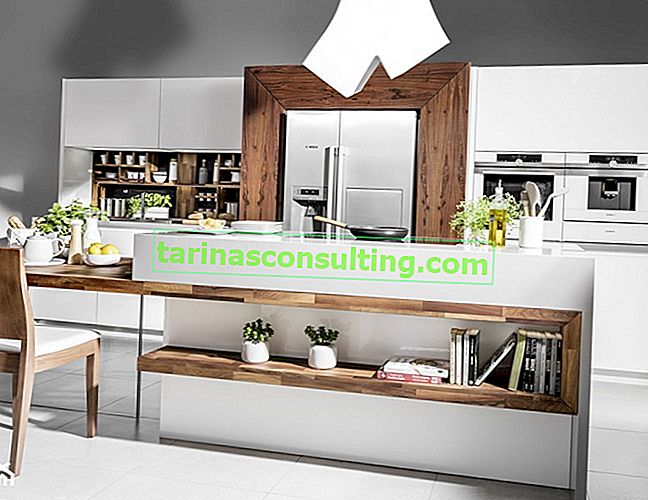 Come organizzare una cucina funzionale con un'isola aperta sul soggiorno?