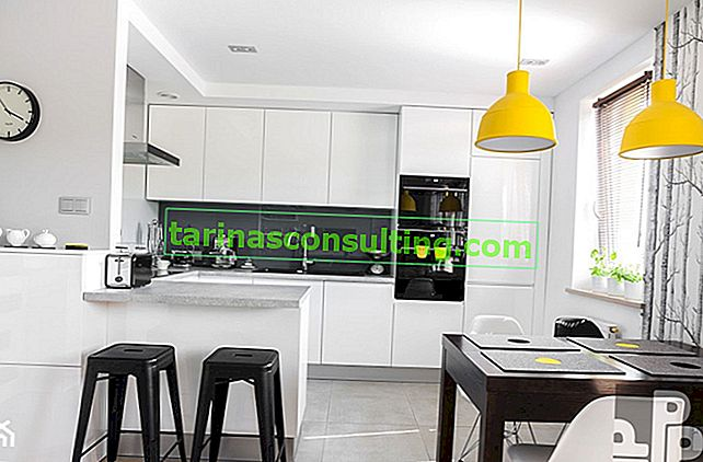 Disposizione della cucina in bianco