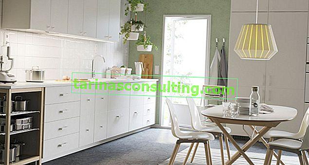 Cucina bianca: quale piano di lavoro, piastrelle, accessori?