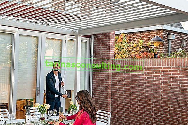 Pergola oder Regenschirm? Wir wählen eine praktische und modische Terrassenüberdachung