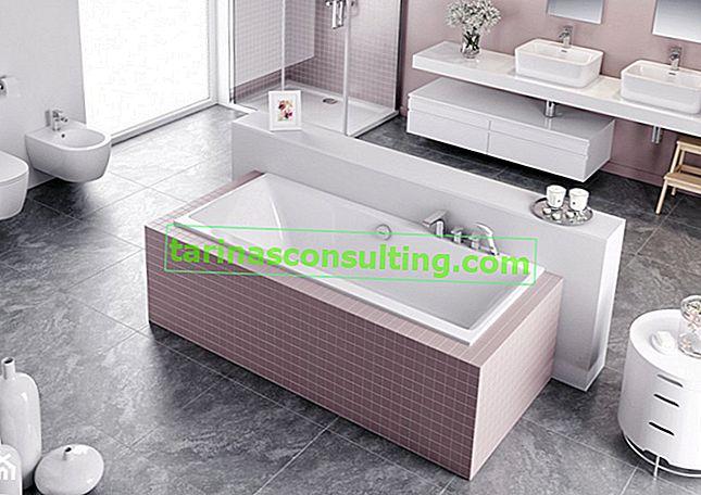 Eine Acrylbadewanne mit niedrigem Rand, die eine Kombination aus Komfort und Design darstellt